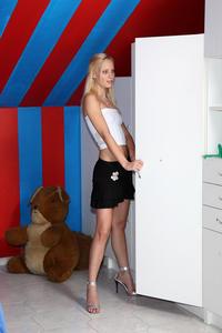 Uma - Striptease Speculum [Zip]-y5n48ku7mk.jpg