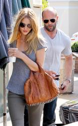 http://img264.imagevenue.com/loc387/th_722055321_RosieHuntington_Whiteley006_122_387lo.jpg