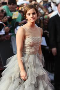 Эмма Уотсон, фото 573. Actress Emma Watson attends the World Premiere of Harry Potter and The Deathly Hallows - Part 2 at Trafalgar Square on July 7, 2011 in London, England., photo 573